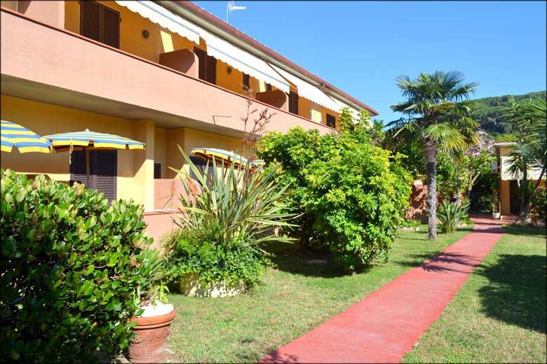 Hotel anfora 3 stelle a capoliveri isola d 39 elba for Anfora giardino